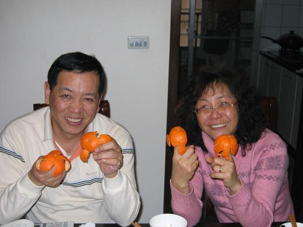 日本小橘子小多教我們剝得多漂亮