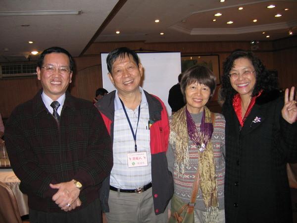湖皋兄嫂與我夫妻,湖皋創社,我是第四屆社長。