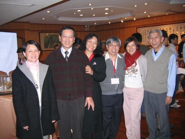 錦梅夫妻和我夫妻,加上沙烏地的林詹雄,和小龔,30年後感覺依舊一如當年好。