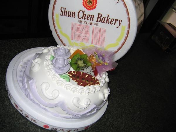 這是大寶女兒的同學小賴送的順成紫羅蘭蛋糕。