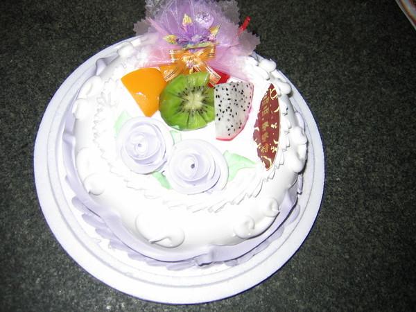 願天下媽媽都圓滿如意,如這個甜蜜的紫羅蘭蛋糕。