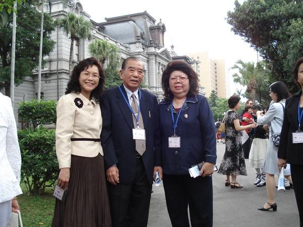 520總統就職,521總統茶會宴請歸僑,我陪公婆與會。