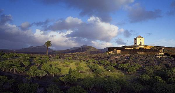 Canary Island山丘上的穀倉.bmp