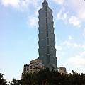台北的地標101大樓就在四四南村眷村文物館正後方,新與舊對照,華麗後方更值得緬懷.
