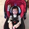 11/21小寶寶將滿兩個月,要到小兒科打預防針,準備出門囉.