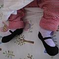 小俠女還是穿瑪莉珍小襪子好了,像雙功夫鞋,彈性好踢不掉.