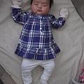 11/22小寶寶滿兩個月,穿新衣拍照.