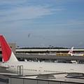 先由台北取道日本東京,搭的是美國航空AA班機,到成田機場轉機再飛美國.