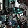 銅雕色澤沉靜厚實有特殊的美感.