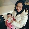 2012/12/06美國中西部時間的中午,在Dallas機場,準備飛回台灣了,小T寶再見,阿嬤下回再來跟你玩兒.