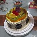 老媽帶來的蛋糕小小的,六個人吃剛好.