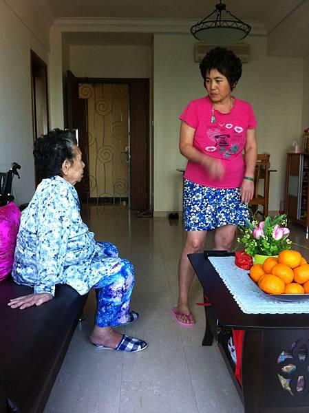 阿麻與彩娥妹,最親密的母女檔。