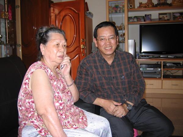 爸爸和阿嬤。