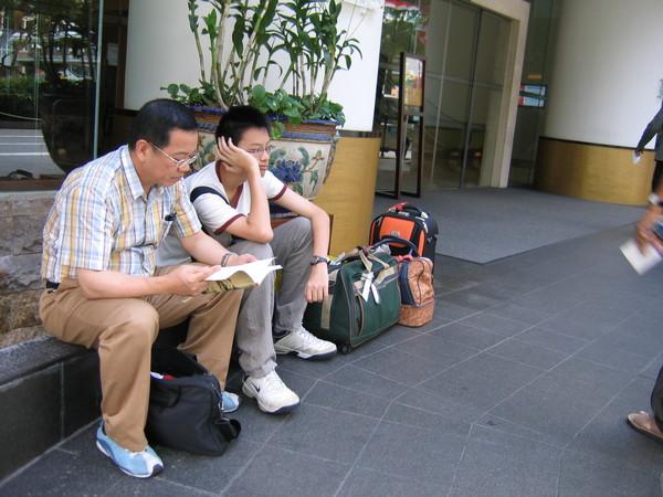 要回台北了,父子倆在想什麼?
