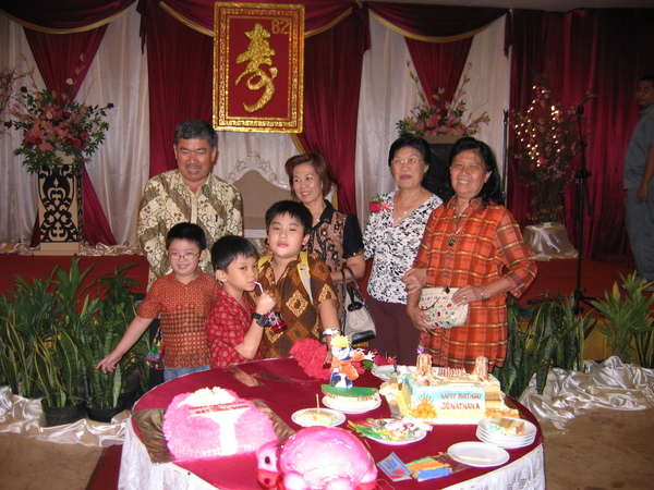 親家公婆與姨婆和特別的壽桃壽龜與蛋糕