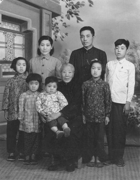 Family001_002.jpg