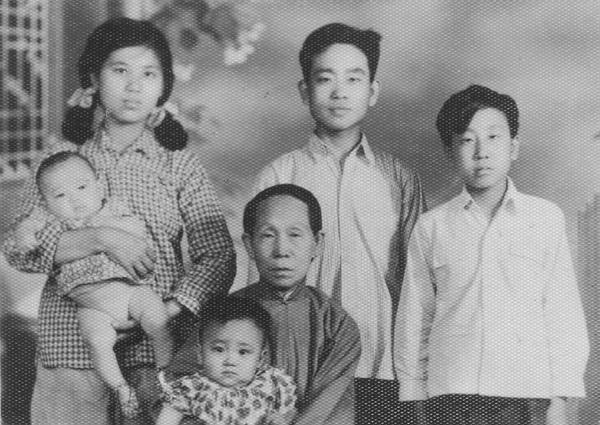 Family001_003.jpg