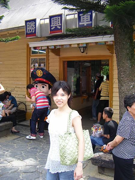 01.01 勝興車站外觀與許小鬼.JPG