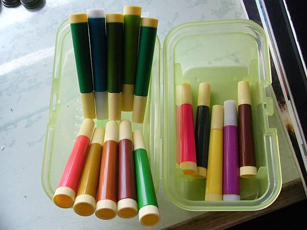 彩色筆(包括盒子)