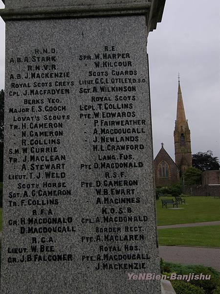 P6116617一位哀傷的女士回走來問我懂否英語她說右上角第二位是她從未謀面在一次世戰戰死的祖父拷貝