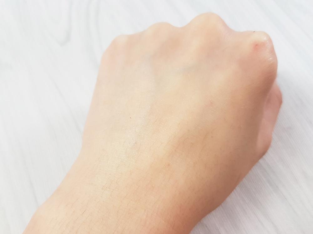 開架身體乳液推薦評測-嬌生-煥采透白乳液4.jpg