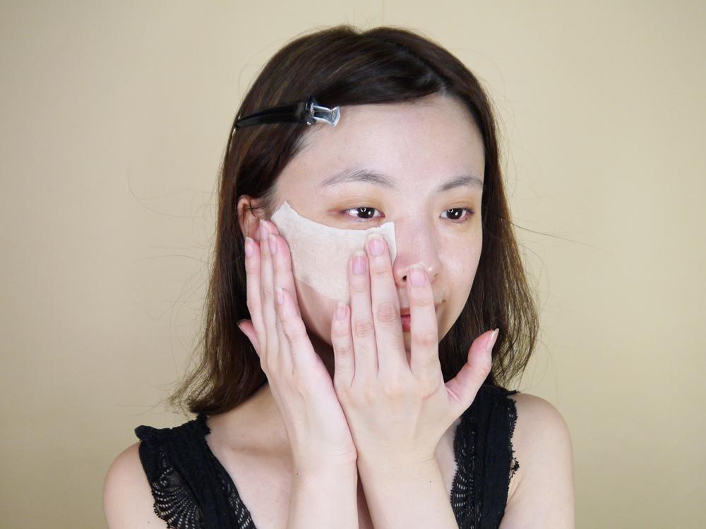初TRUE-ESSENCE-洋甘菊植萃修護精華-化妝水推薦32.jpg