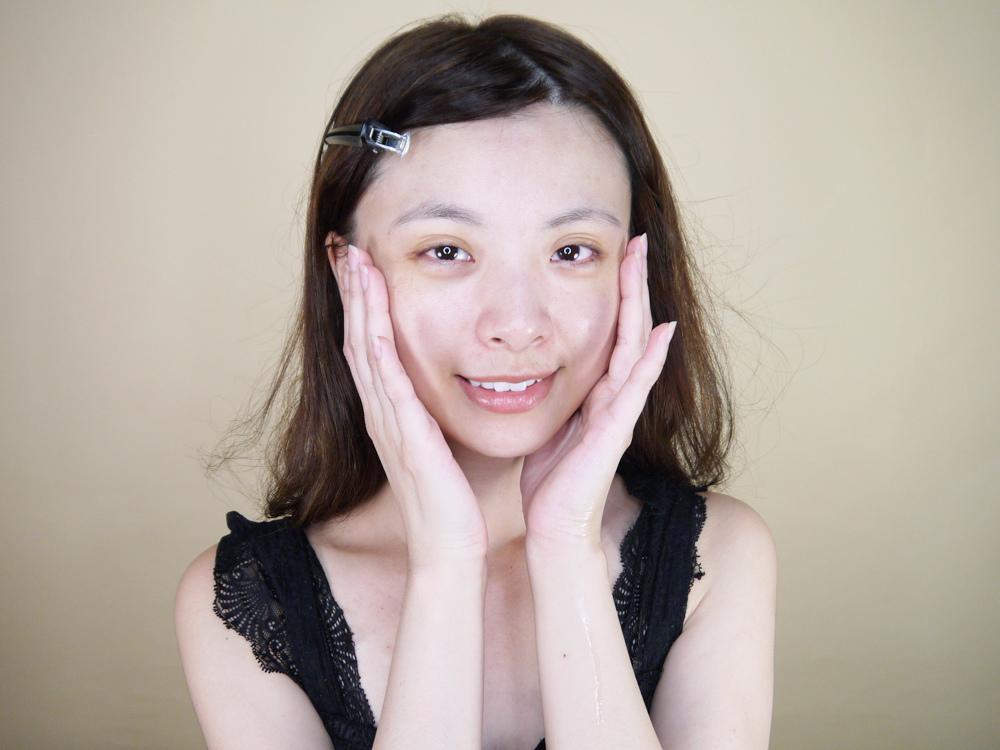 初TRUE-ESSENCE-洋甘菊植萃修護精華-化妝水推薦20.jpg
