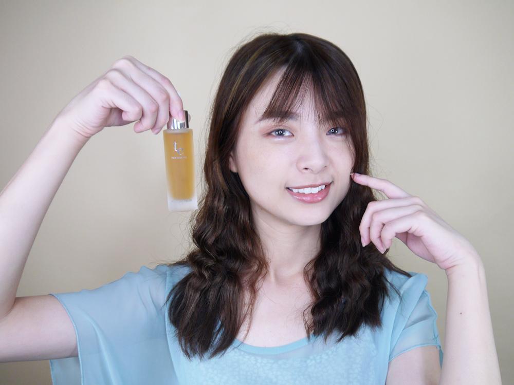 初TRUE-ESSENCE-洋甘菊植萃修護精華-化妝水推薦1.jpg