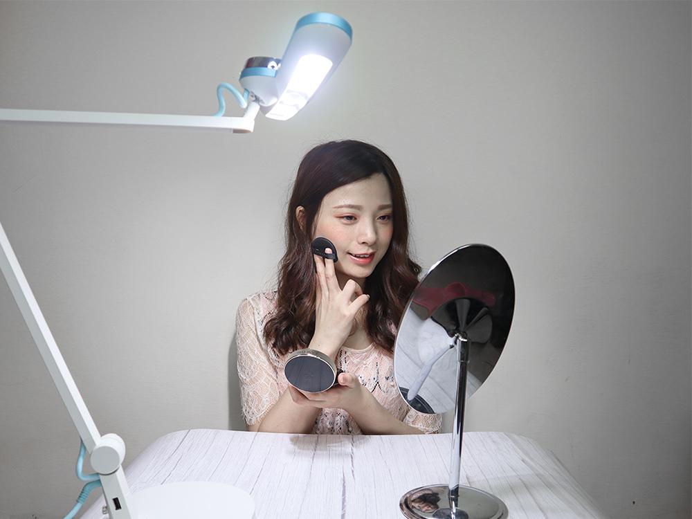 BENQ親子共讀護眼檯燈-寬廣照明、亮度偵測、護眼推薦 WiT-MindDuo43.jpg