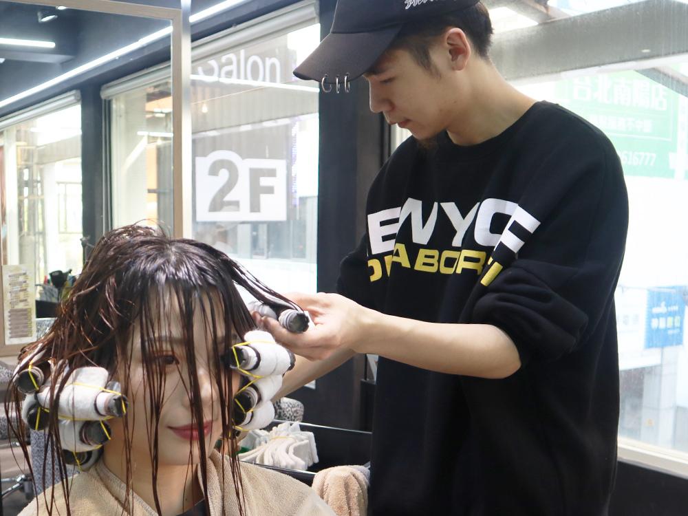 台北車站-台北捷運美髮-燙髮-剪髮-染髮-推薦-許昌街-馬克設計師-a-hair-salon32.jpg