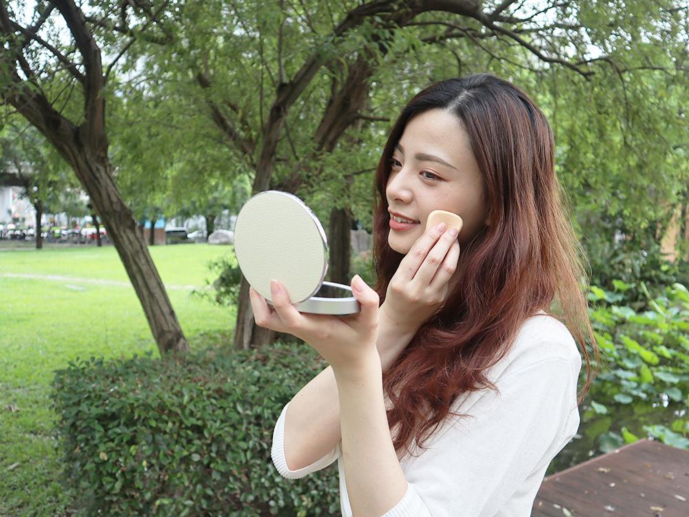 Midea美的口袋化妝鏡-隨身鏡-放大鏡子-補光燈鏡-美妝鏡推薦評價40.jpg