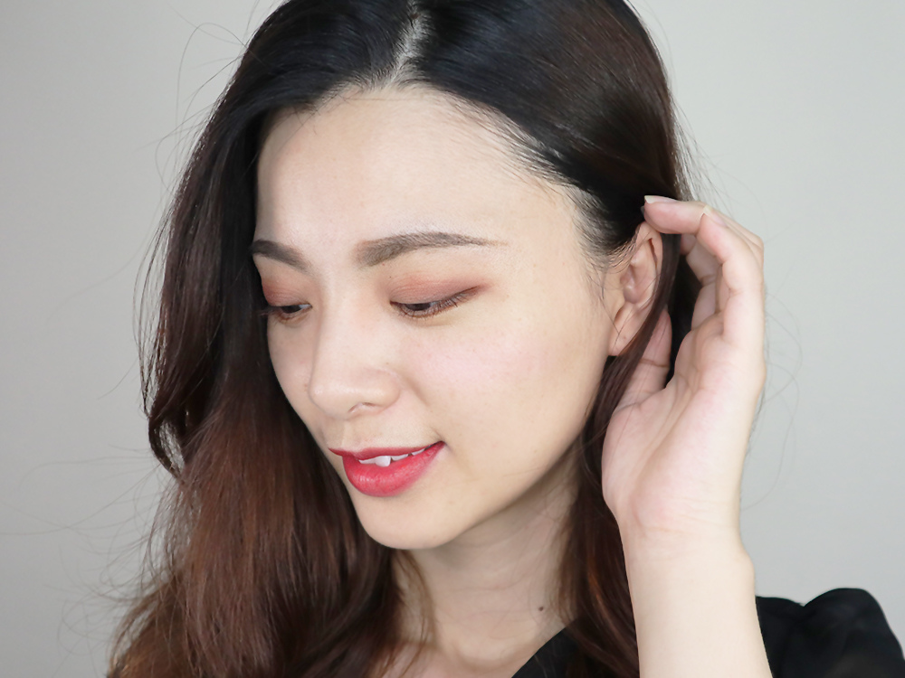 澎澎泡芙氣墊唇釉+專業後台百變玩味十六色眼影盤-閨蜜妝23.jpg