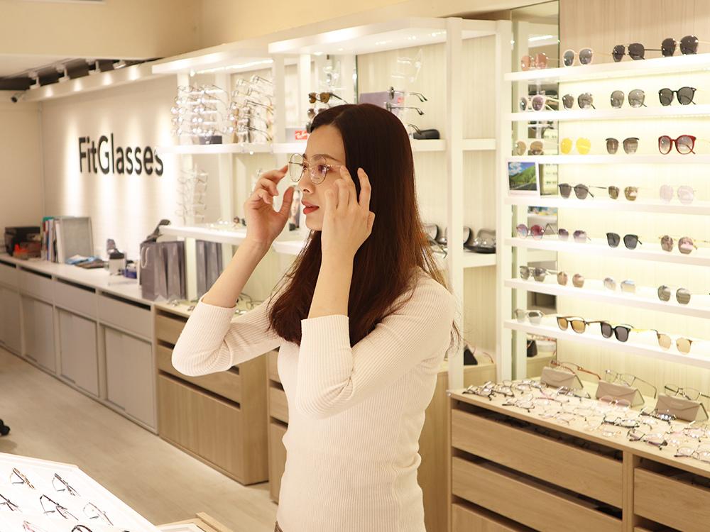FitGlasses-視鏡空間-內湖眼鏡行推薦-湖光市場-捷運內湖站配眼鏡23.jpg