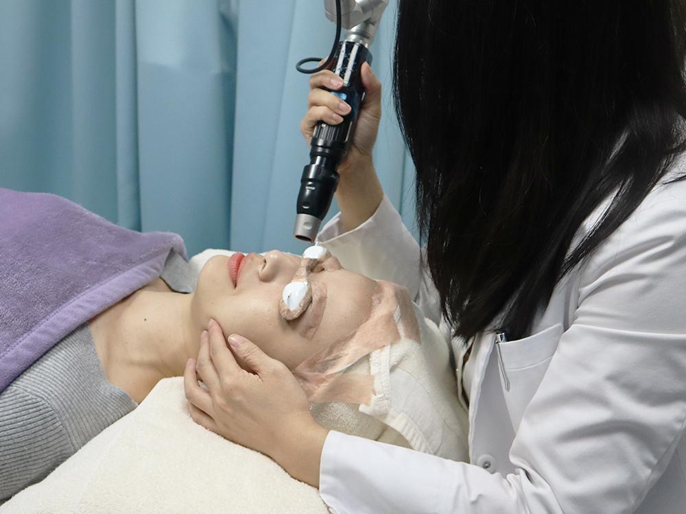 南西光澤診所-雞尾酒雷射是什麼-複合式雷射-皮秒雷射-飛梭-除斑-美白-除毛20.jpg