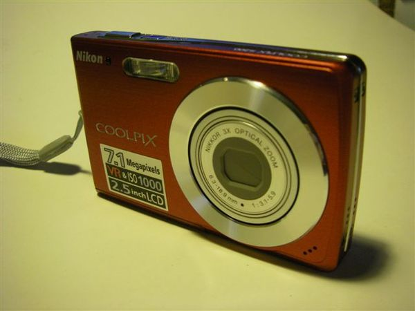我的第二台數位相機nikon coolpix s-200