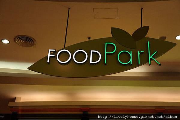 賣場樓上有好吃的美食街.jpg