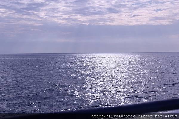 回程的船沿途風景也不錯.JPG