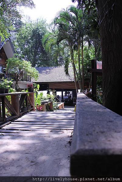 每間小木屋看起來很有度假的感覺.JPG