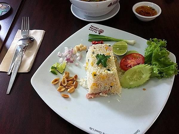 酸肉香腸炒飯.jpg