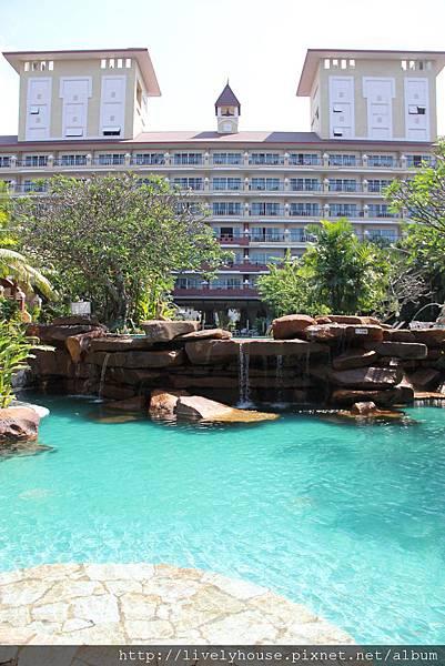 漂亮的游泳池.JPG