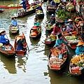 Damnoen-Saduak-Floating-Market.jpg
