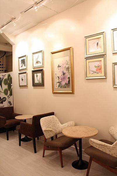 家具也很滿有質感的.JPG