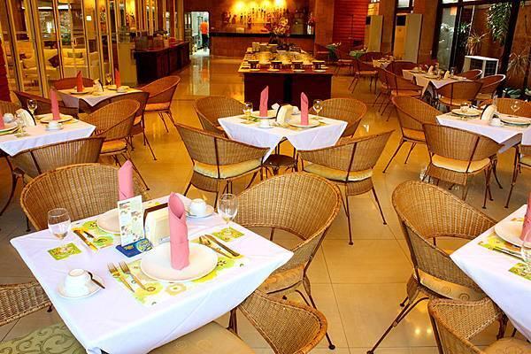 Restaurant -2.JPG