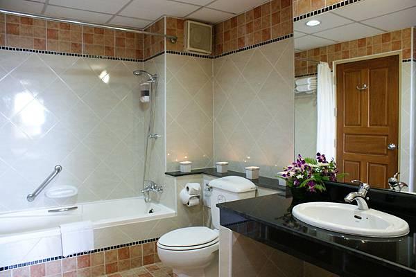 BVP Prima Suite Bathroom.jpg