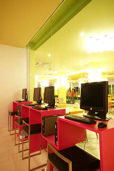 BE-Internet Cafe.jpg