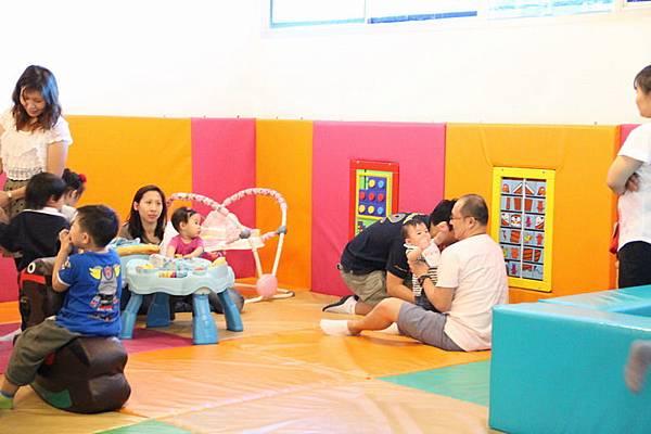 也有幼兒遊戲區.JPG