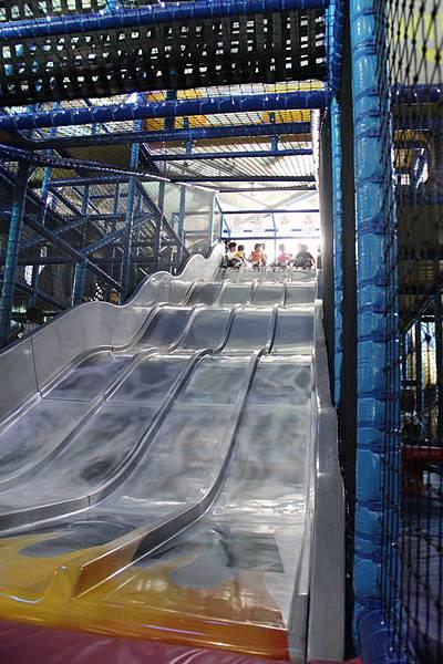 刺激又好玩的快速溜滑梯.JPG