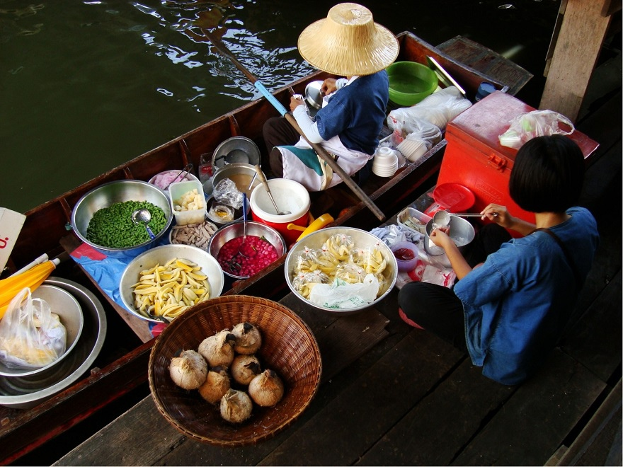 Taling_Chan_Floating_Market_in_Taling_Chan_District,_Bangkok,_Thailand_2