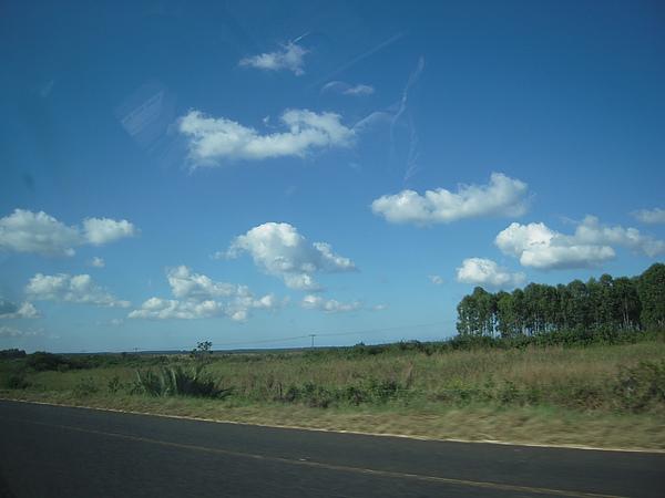 這裡的雲,跟墾丁一樣大朵