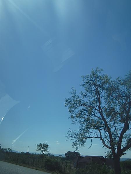 天空不陰也不熱